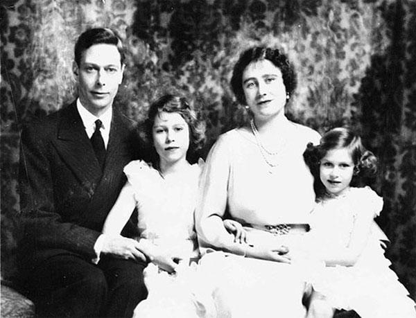 Королева-мать, Георг VI, Елизавета II и Маргарет-Роуз