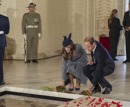 Кейт Миддлтон у могилы неизвестного солдата