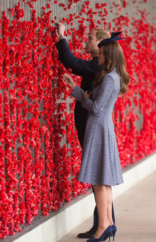 Кейт Миддлтон на военном мемориале в Канберре
