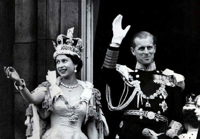 Елизавета II и герцог Эдинбургский во время коронации, 1953 г.