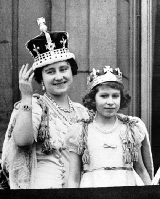 Королева-мать и Елизавета II
