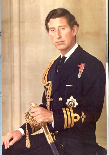 Принц Чарльз в военной форме в молодости