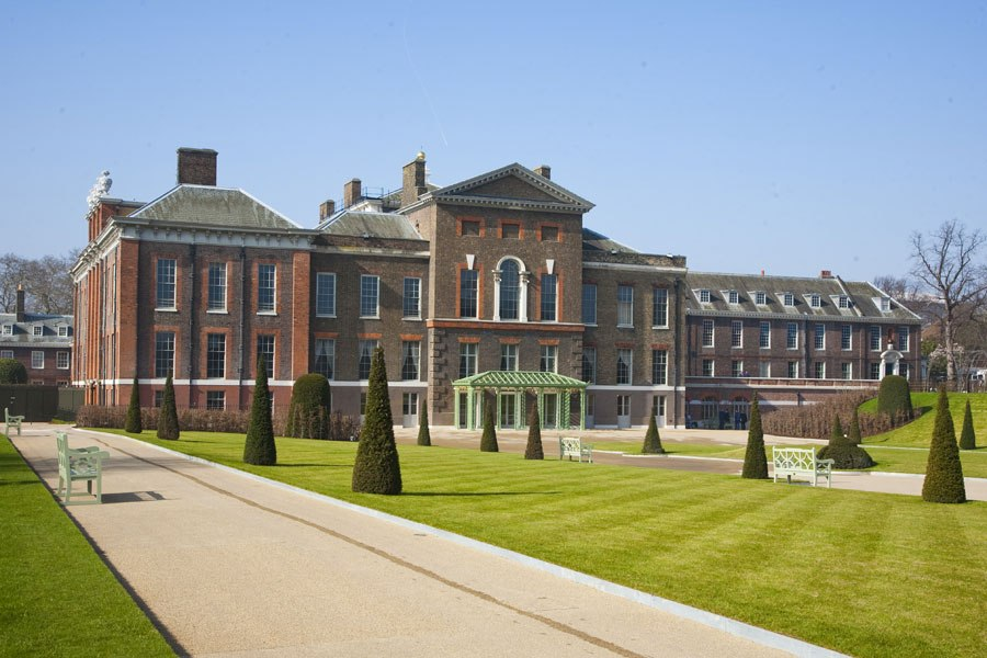 item0.rendition.slideshowHorizontal.kensington-palace-01-facade
