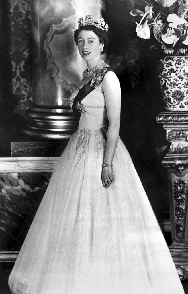 Queen-Elizabeth-II[1]