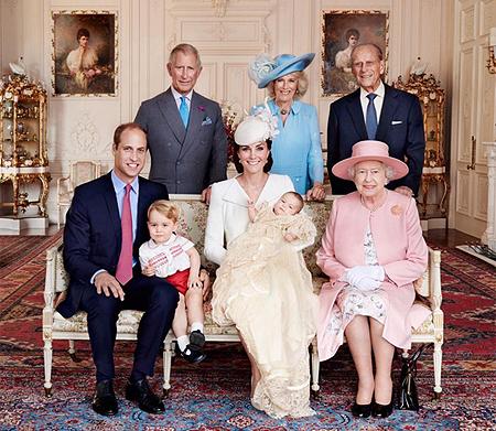 Кто еще не успел увидеть фотографии от Марио Тестино с крестин принцессы Шарлотты?- Скорее сюда!