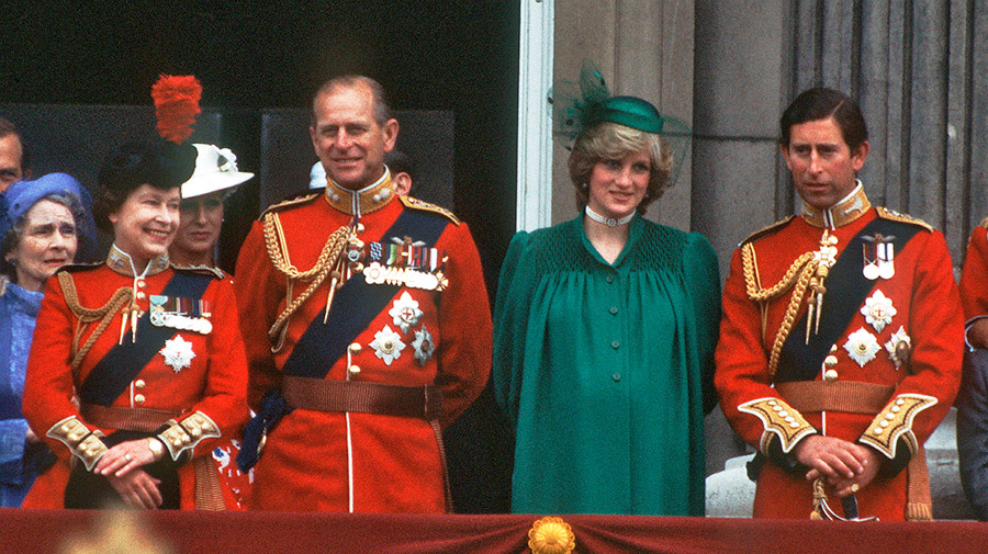 princess-diana-expectant-a