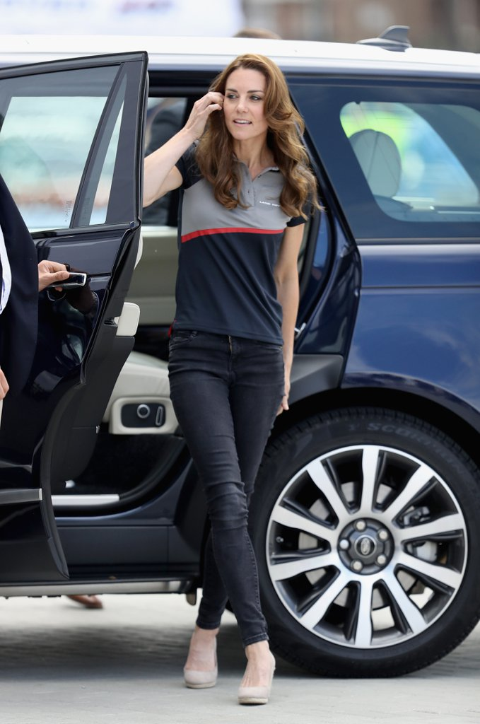 Kate-Middleton-Wearing-Jeans-Heels