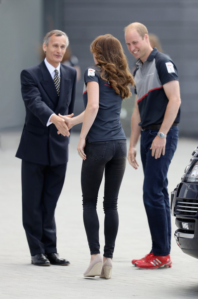 Kate-Middleton-Wearing-Jeans-Heels4