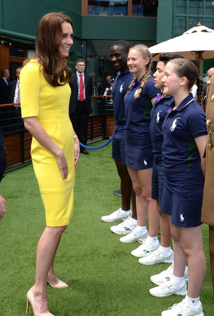 Kate-Wore-Standout-Yellow-Roksanda-Dress-While-Attending-Wimbledon1