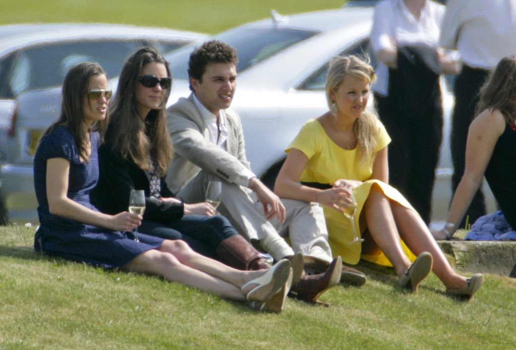 2009-kate-pippa-friends-watched-william-play