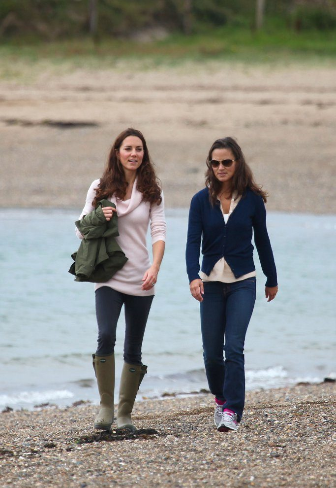 kate-pippa-took-stroll-along-scenic-coastline-island