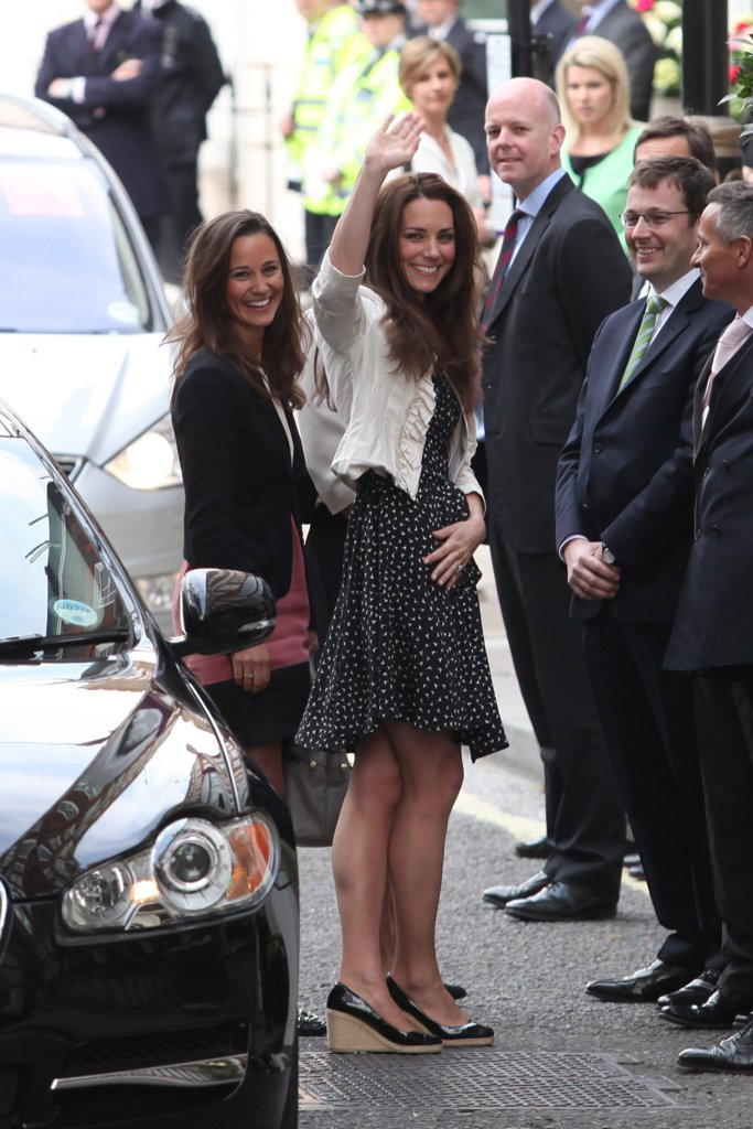 pippa-right-kate-side-arrived-london-goring