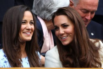 sisters-chatted-laughed-while-taking-match-between-roger