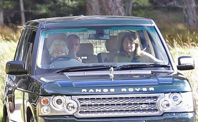 Елизавета II и Кэрол Миддлтон