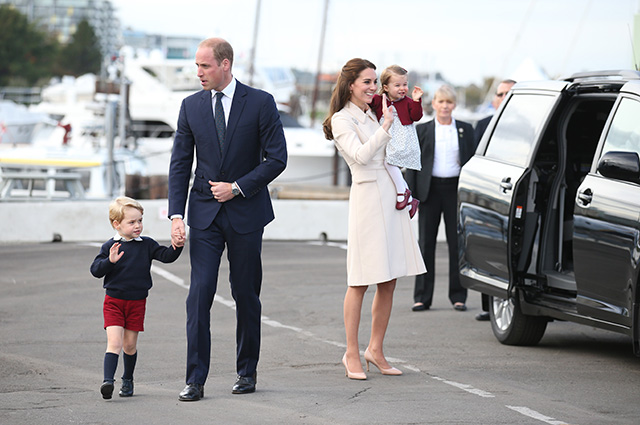 VICTORIA, BC - OCTOBER 01: Prince William, Duke of Cambridge, Catherine, Duchess of Cambridge, Prince George, and Princess Charlotte attend a ceremony to mark their departure at Victoria Harbour seaplane terminal in Victoria during the Royal Tour of Canada on October 1, 2016 in Victoria, Canada. The Royal couple along with their Children Prince George of Cambridge and Princess Charlotte are visiting Canada as part of an eight day visit to the country taking in areas such as Bella Bella, Whitehorse and Kelowna (Photo by Andrew Milligan/WPA Pool/Getty Images)