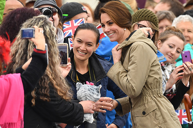 VICTORIA, BC - OCTOBER 01: Catherine, Duchess of Cambridge on a walkabout after sailing on the tall ship, Pacific Grace, at Victoria Inner Harbour on the final day of their Royal Tour of Canada on October 1, 2016 in Victoria, Canada. The Royal couple along with their Children Prince George of Cambridge and Princess Charlotte are visiting Canada as part of an eight day visit to the country taking in areas such as Bella Bella, Whitehorse and Kelowna (Photo by Dominic Lipinski - Pool/Getty Images)