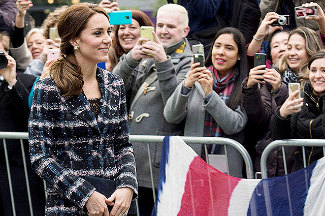 MANCHESTER, ENGLAND - OCTOBER 14: Catherine, Duchess of Cambridge visits The National Football Museum on October 14, 2016 in Manchester, England. (Photo by Mark Cuthbert/UK Press via Getty Images)