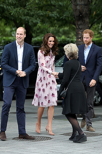 LONDON, ENGLAND - OCTOBER 10: Prince William, Duke of Cambridge, Catherine, Duchess of Cambridge and Prince Harry attend the World Mental Health Day celebration with Heads Together at the London Eye on October 10, 2016 in London, England. (Photo by Chris Jackson/Getty Images)