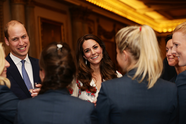 LONDON, ENGLAND - OCTOBER 18: Prince William, Duke of Cambridge and Catherine, Duchess of Cambridge meet athletes at a reception for Team GB's 2016 Olympic and Paralympic teams hosted by Queen Elizabeth II at Buckingham Palace October 18, 2016 in London, England. (Photo by Yui Mok - WPA Pool /Getty Images)