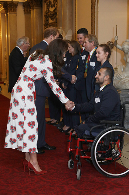 LONDON, ENGLAND - OCTOBER 18: Catherine, Duchess of Cambridge and Prince Harry meet athletes at a reception for Team GB's 2016 Olympic and Paralympic teams hosted by Queen Elizabeth II at Buckingham Palace October 18, 2016 in London, England. (Photo by Yui Mok - WPA Pool /Getty Images)