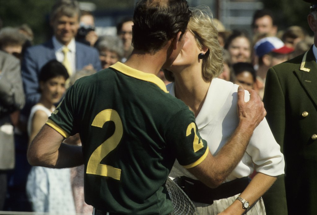 another-moment-affection-between-charles-diana-1987