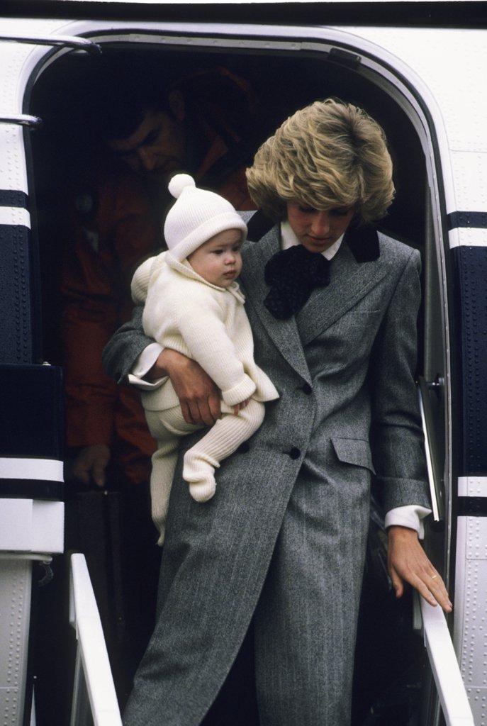 diana-arriving-scotland-harry-1981