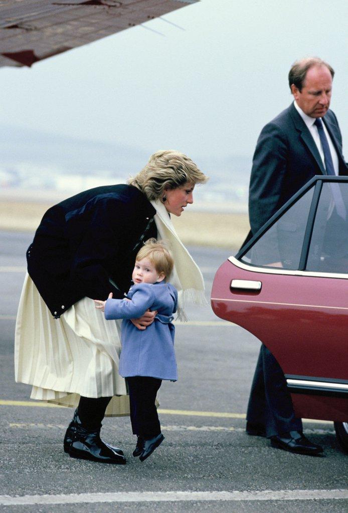 diana-picking-up-harry-1986