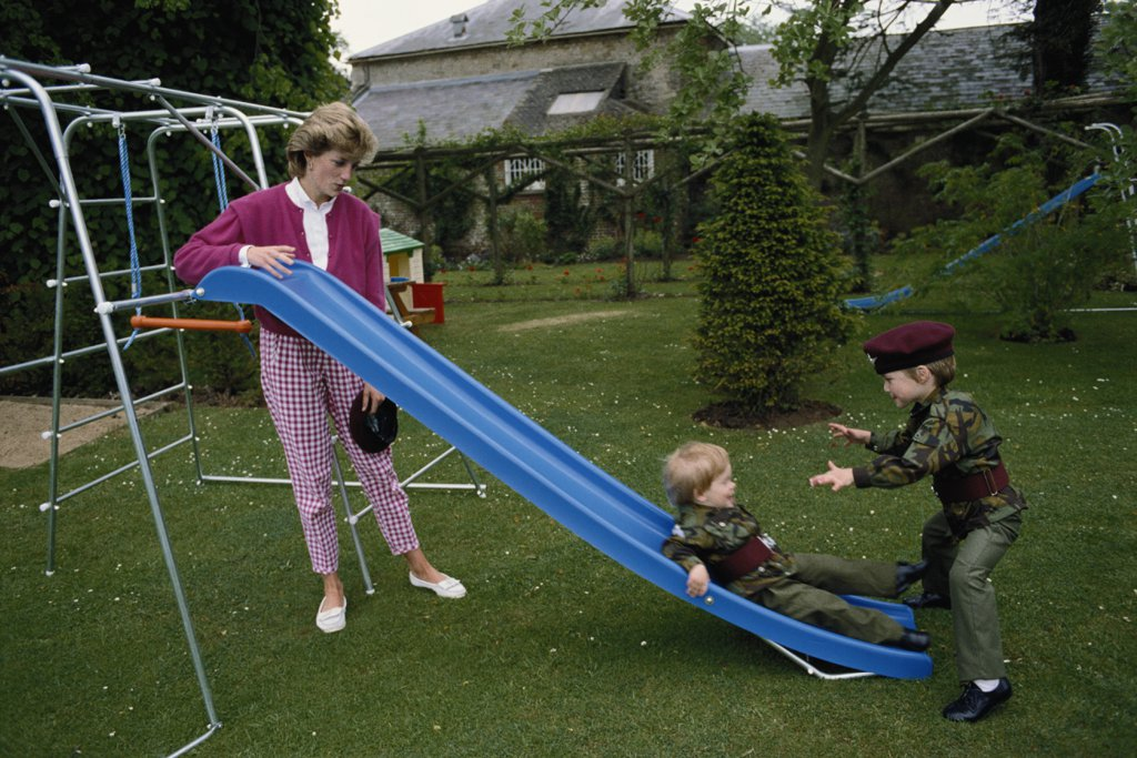 diana-playing-william-harry-1986