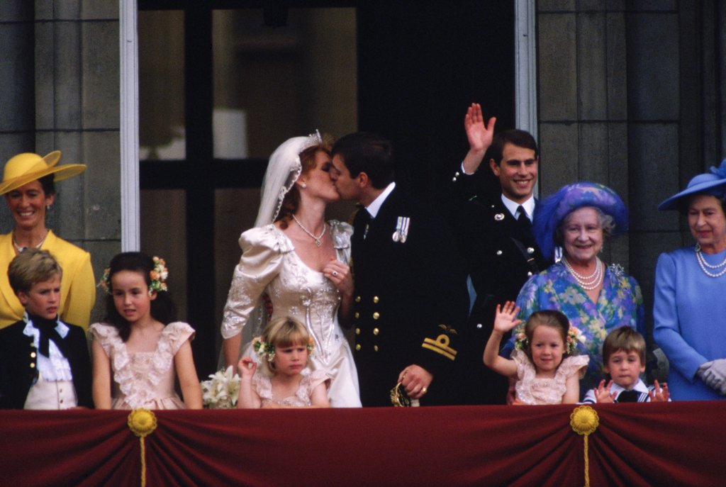 prince-andrew-sarah-ferguson-similarly-delighted-crowds-five