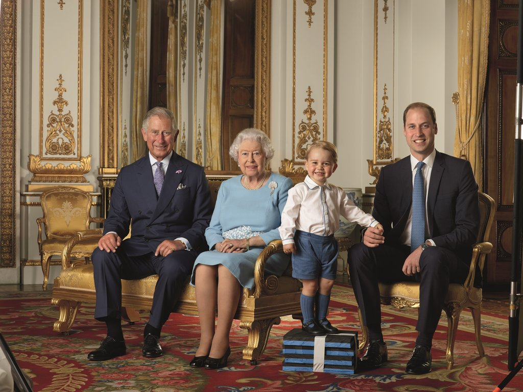 prince-george-put-his-best-smile-when-queen-snapped-photo