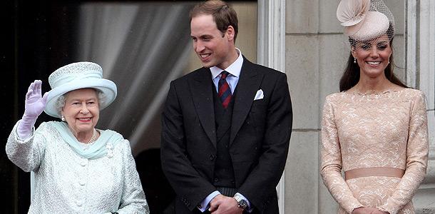 Принц Уильям разрывается между Елизаветой II и Кейт Миддлтон