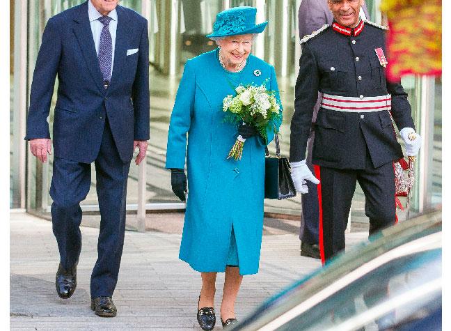 Королева перенимает стильные решения Кейт Миддлтон