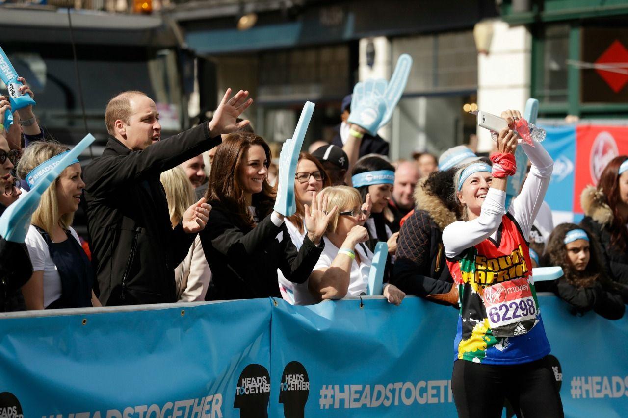 А вы бы пробежали марафон, при поддержке королевского трио?