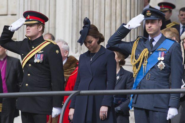 Королевский дресс-код: неизменные детали, без которых никуда