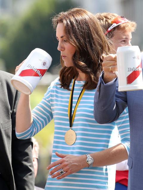 Кейт Миддлтон и Уильям на пивном празднике
