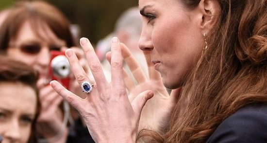 Кейт Миддлтон, Елизавета II, Меган Маркл и тонкости их маникюра