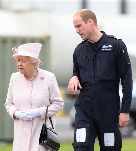 Уильям повздорил с Елизаветой II из-за Кейт Миддлтон