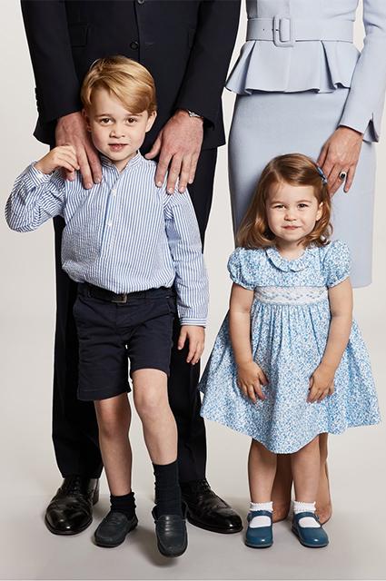 Кейт Миддлтон с семьей на открытке к Рождеству