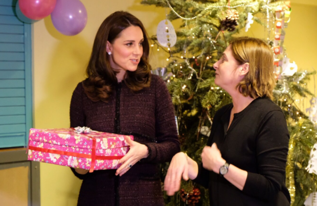 Кейт Миддлтон в трехлетнем пальто отправилась в детский фонд