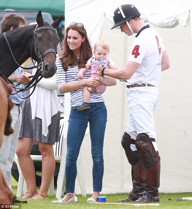 Кейт Миддлтон и Уильям увлекают детишек спортом!