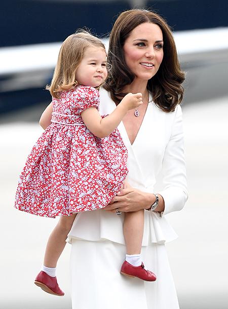 Как Кейт Миддлтон одевает Шарлотту – примеры детского стиля