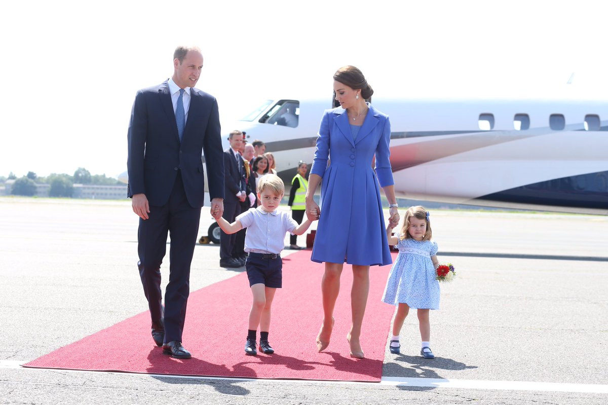 Эксперт пояснила, почему Уильям всегда с Джорджем, а Кейт Миддлтон с Шарлоттой