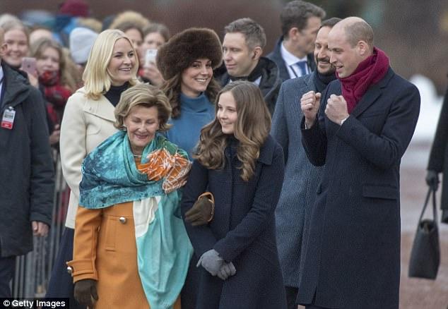 Кейт Миддлтон прилетела в Норвегию одетая не по сезону