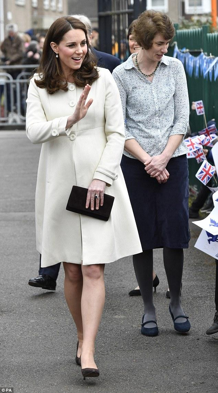 Кейт Миддтлтон в белом пальто побывала в Оксфорде