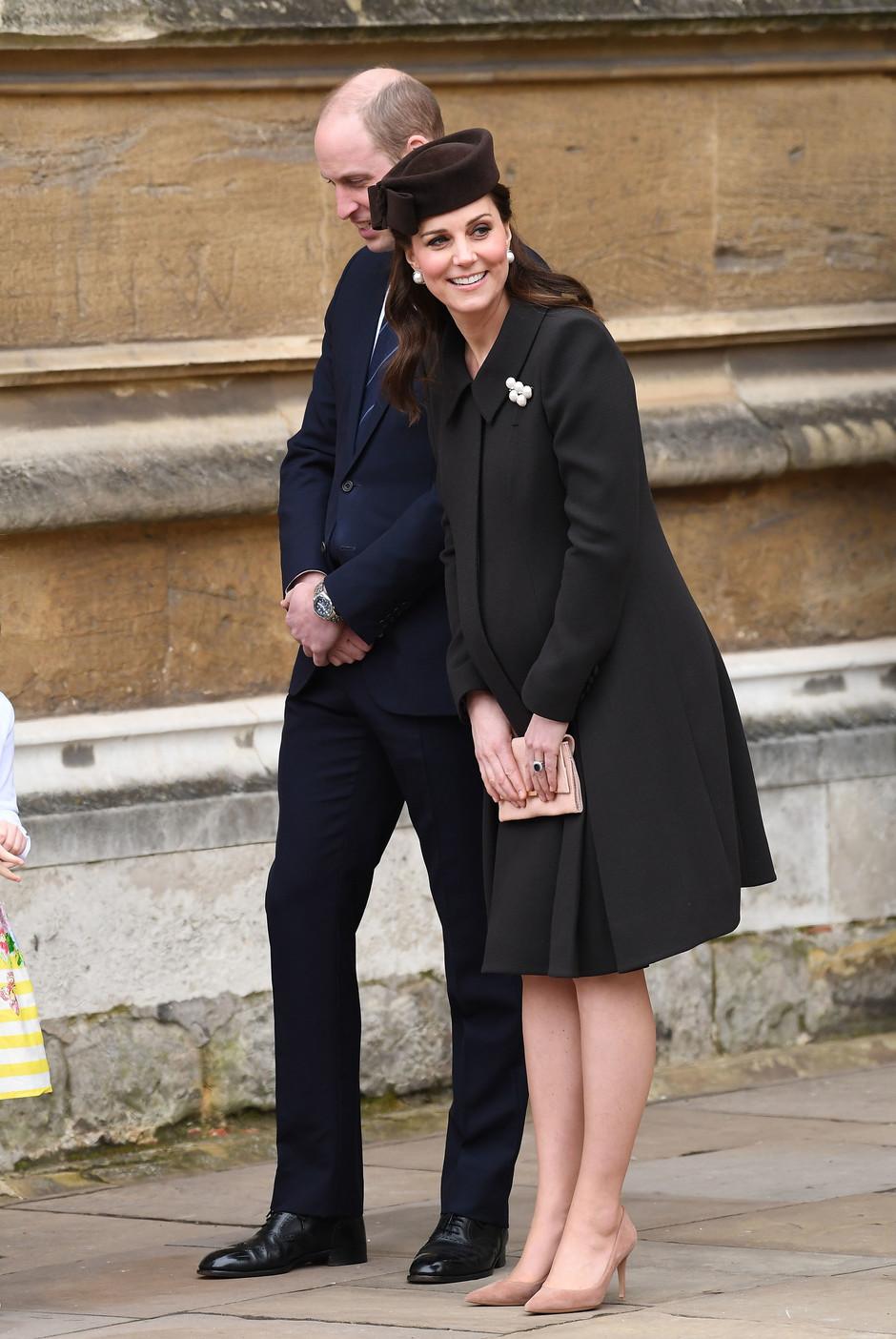 Кейт Миддлтон в элегантном черном пальто на Пасхальной службе