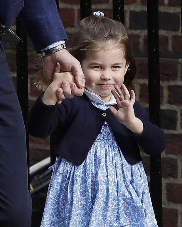 Платьице, в котором дочурку Кейт Миддлтон привезли в больницу, распродали за несколько часов!