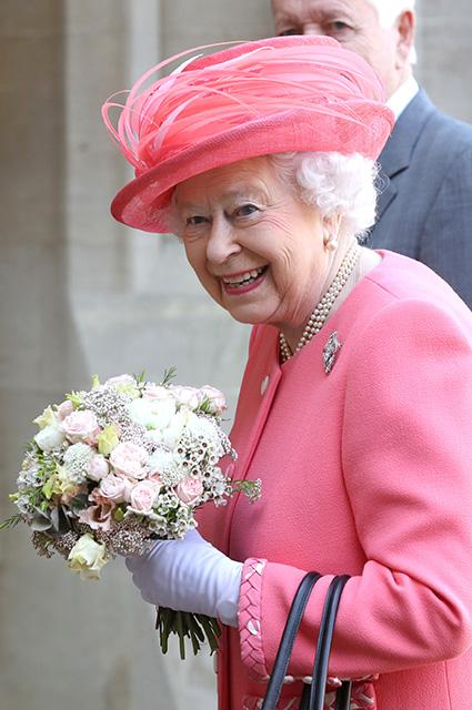 Сын Кейт Миддлтон впервые увидел Елизавету II и получил свидетельство о рождении
