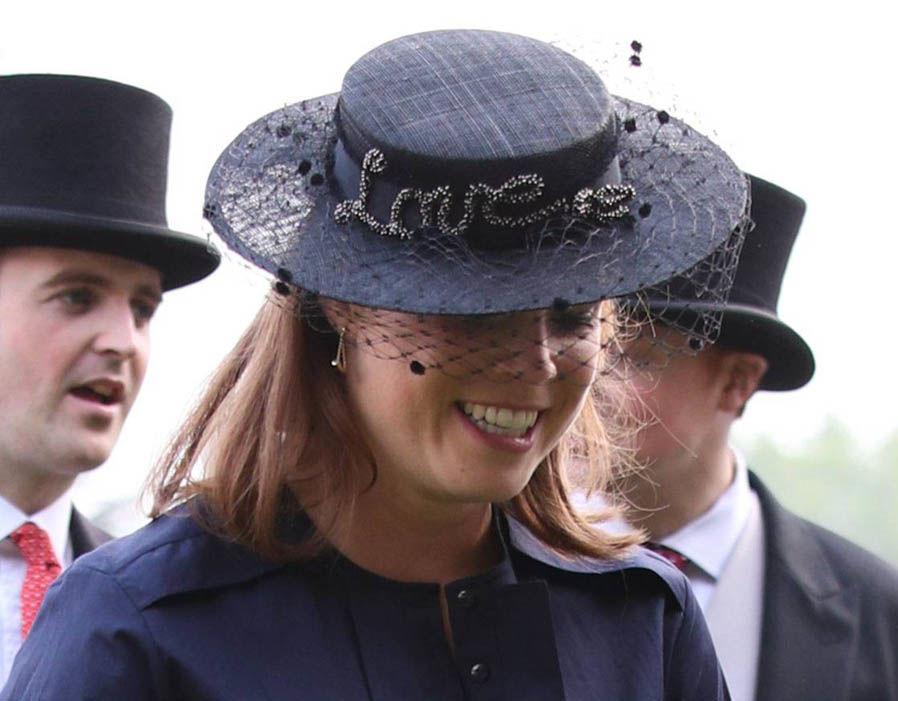 Елизавета II и принц Уильям появились на садовой вечеринке