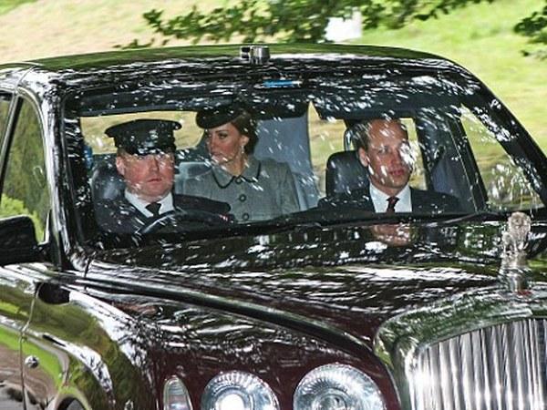 Кейт Миддлтон и Елизавета II приехали на торжественную литургию
