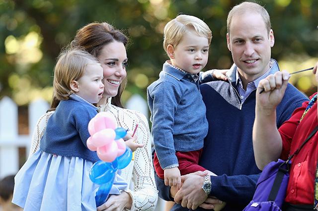 Принц Уильям поведал, почему Кейт Миддлтон ему завидует, когда он уезжает